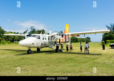 Seychelles, Northern Coral Group, Denis Island, DHC6 Twin Otter 300, Passengers before the departure - Stock Photo