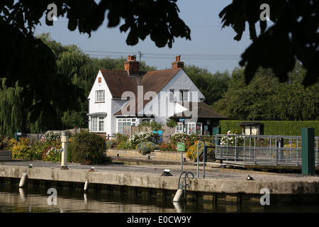 Lock keepers cottage, Sandford Lock, River Thames, Oxfordshire - Stock Photo