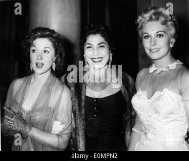 Actress Kim Novak with Susan Hayward and Tahia Carioca at the Cannes Film Festival - Stock Photo