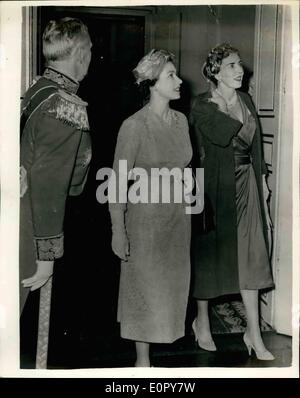 May 05, 1957 - State Visit To Denmark Two Queens. Photo shows Queen Elizabeth and Queen Ingrid seen entering the - Stock Photo