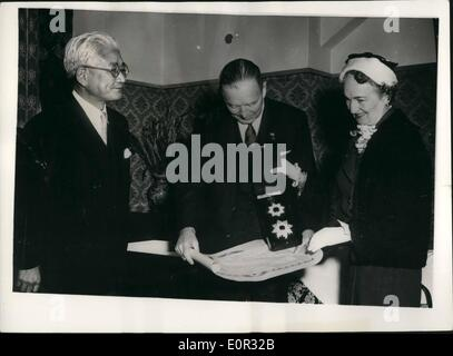 Dec. 27, 1957 - Former chairman of the U.S. Joint Chiefs of Staff decorated by emperor in Japan - Admiral Rasdford - Stock Photo