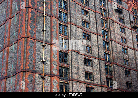 Old derelict victorian tobacco warehouse in Liverpool UK, Grade 2 listed, the largest brick built warehouse in the - Stock Photo