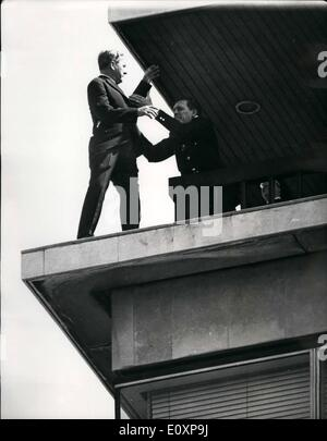 Jul. 07, 1967 - DRAMA AT NEW ZEALAND HOUSE: A man stood for over an hour today on the narrow ledge of the viewing - Stock Photo