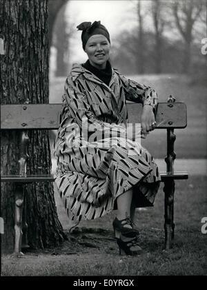 Apr. 04, 1971 - Glenda Jackson Wins the Oscar for the Best Actress of the Year. Glenda Jackson was awakened very - Stock Photo