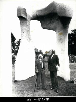 Oct. 10, 1980 - Henry Moore's ''The Arch'' comes the Kensington Gardens: Henry Moore's ''The Arch'' carved especially - Stock Photo