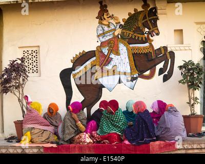 N9572 India, Rajasthan, Udaipur, City Palace, rajasthani women singers below wall painting of maharaja on horse - Stock Photo
