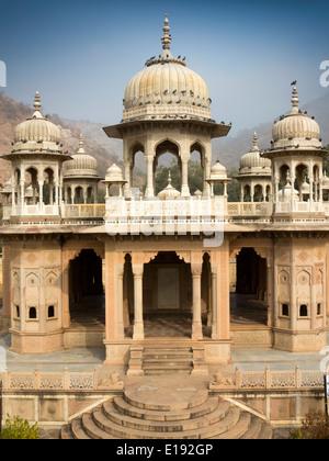 N9680 India, Rajasthan, Jaipur. Gaitore Ki Chhatriyan, Royal Family Cremation Ground memorial - Stock Photo