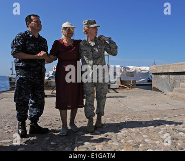 U.S. Navy Hospital Corpsman 3rd Class Ricardo Ramirez, left, and Air Force Capt. Tanya Yelverton, a medical administrator, - Stock Photo