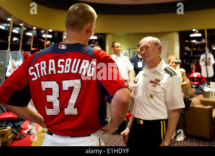 Chairman of the Joint Chiefs of Staff Gen. Martin E. Dempsey talks with Nationals pitcher Stephen Strasburg before - Stock Photo