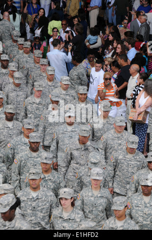 U.S. Soldiers with the 101st Expeditionary Signal Battalion, New York Army National Guard march out of a hangar - Stock Photo