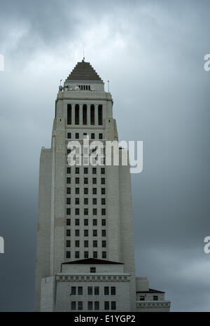Los Angeles, California, USA. 1st Mar, 2014. Cloudy, grey, skies close in on the Los Angeles City Hall on Saturday - Stock Photo