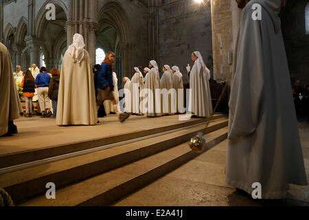 France, Yonne, Vezelay, Sainte Marie Madeleine de Vezelay Basilica listed as World Heritage by UNESCO, ancient Romanesque - Stock Photo
