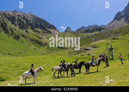 France, Hautes Pyrenees, Bagneres de Bigorre, La Mongie, pony trekking - Stock Photo