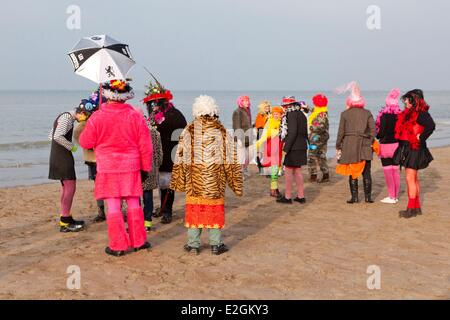 France Nord Cote d'Opale Dunkirk Malo les Bains Carnival of Dunkirk carnival goers group together on beach - Stock Photo