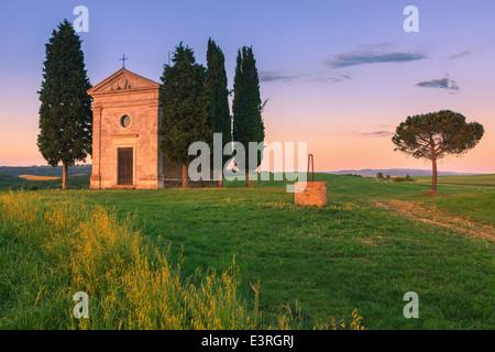 The Cappella della Madonna di Vitaleta, in the heart of the Tuscany, near Pienza in de Val d'Orcia valley - Stock Photo