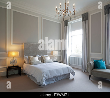 Double bed in traditional bedroom, Devonshire Terrace, Glasgow, Scotland, UK - Stock Photo