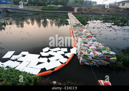 Dalian, China. 1st July, 2014. Oil absorbent materials are used to prevent further pollution after a crude oil spill - Stock Photo