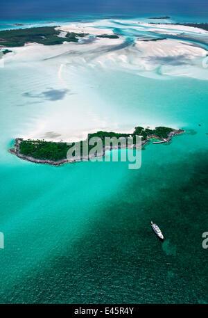 Motoryacht anchored off a small island in the Exumas. Bahamas, Caribbean, June 2009. - Stock Photo