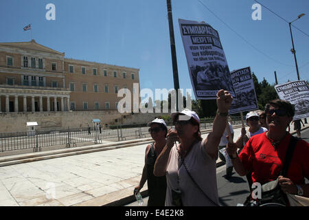 Athens, Greece. 9th July, 2014. Protesters chant slogans during a protest by public sector workers marking the 24 - Stock Photo