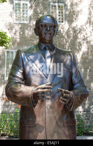 Bronze statue of Jean Drapeau, mayor of Montreal from 1954 to 1957 and 1960 to 1986. The monument is installed in - Stock Photo