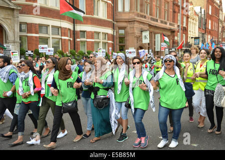 High Street Kensington, London, UK. 26th July 2014. The Solidarity for Palestine march fills the High Street Kensington - Stock Photo