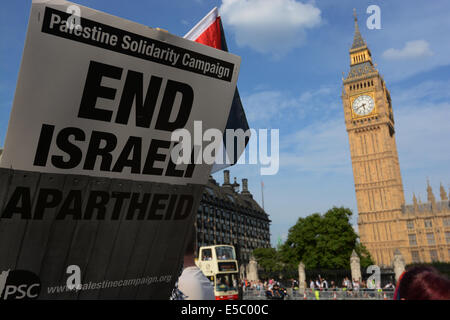 London, UK. 26th July, 2014. Protesters listen to speakiers after the March For Gaza, Saturday, July 26, 2014, at - Stock Photo
