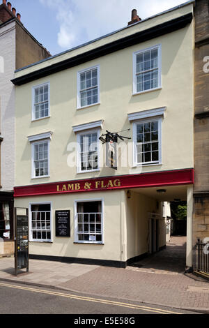 The Lamb and Flag public house in the city of Oxford UK - The Inklings literary group met here and it was used by - Stock Photo