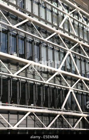 France, paris 4e, beaubourg, centre Pompidou, tuyauterie, architectes renzo piano et richard rogers, cote place - Stock Photo