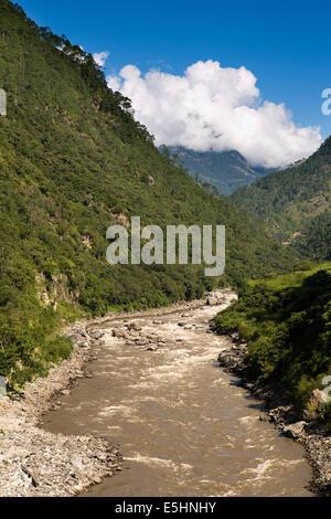 Eastern Bhutan, Kuri Chhu river flowing through Lhuentse Valley north of Mongar - Stock Photo