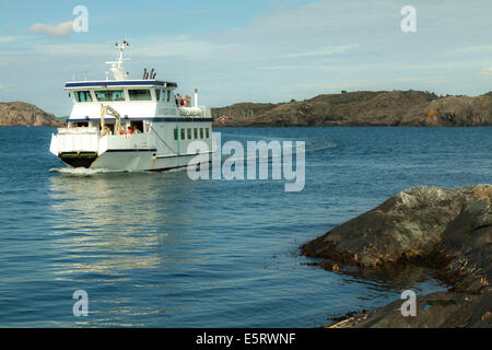 Hakefjord Ferry carrying passengers to the Island of Åstol, Tjörn, Bohuslan, Västra Götaland Iän, Sweden. - Stock Photo