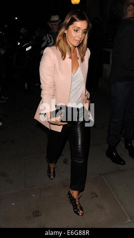 Celebraties arriving to view Matthew Williamson Autumn and Winter Collection fashion show.  Featuring: Louise Redknapp - Stock Photo