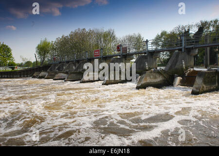 Boveney Weir on the River Thames, near WIndsor, England. - Stock Photo