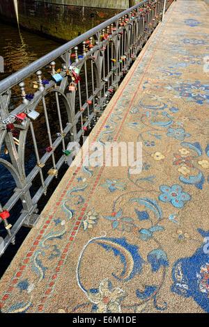 Liebesschlösser an der Wilhelminenbrücke in Hamburg, Deutschland, Europa - Stock Photo