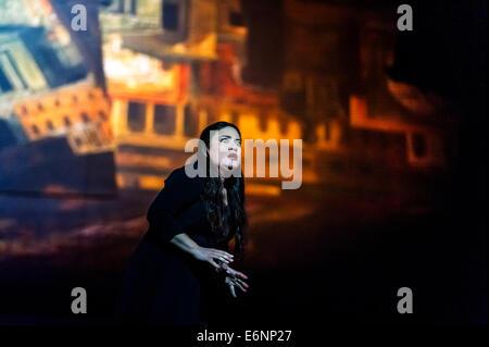 Edinburgh, UK. 27th August, 2014. The opera Les Troyens at the Festival Theatre for the Edinburgh International - Stock Photo