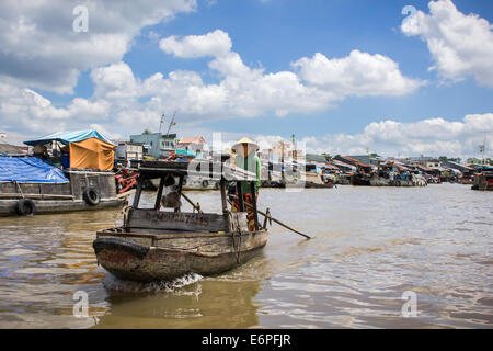 River view of Cai Rang Floating Market, near Can Tho, Mekong Delta, south Vietnam. early in the morning under a - Stock Photo