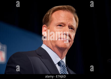 Manhattan, New York, USA. 19th Sep, 2014. NFL Commissioner ROGER GOODELL speaks at a press conference, Hilton Hotel, - Stock Photo