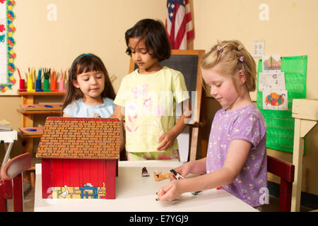 4-5 year old students student ethnic inter racial diversity racially diverse multicultural multi cultural interracial - Stock Photo