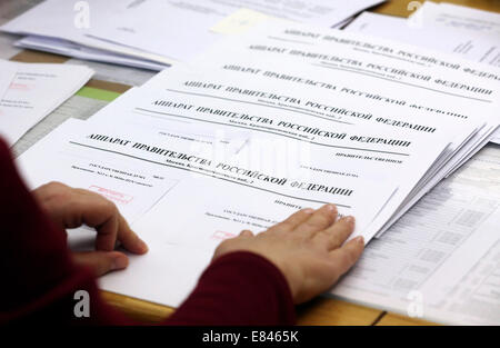 Moscow, Russia. 30th Sep, 2014. Documents for draft federal budgets for 2015, 2016, and 2017 which are to be delivered - Stock Photo