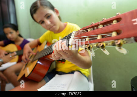Music lessons with young people, guitar group, Ponta da Serra, Crato, State of Ceará, Brazil - Stock Photo