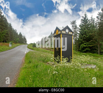 Heritage listed British Automobile Association (AA) phone box at isolated road junction at Glen Dye in Scottish - Stock Photo
