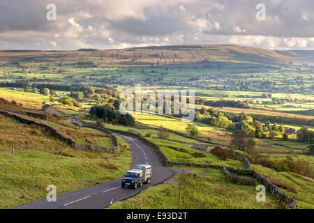 A Land Rover Defender climbs the Buttertubs Pass in the Yorkshire Dales National Park, North Yorkshire, England, - Stock Photo
