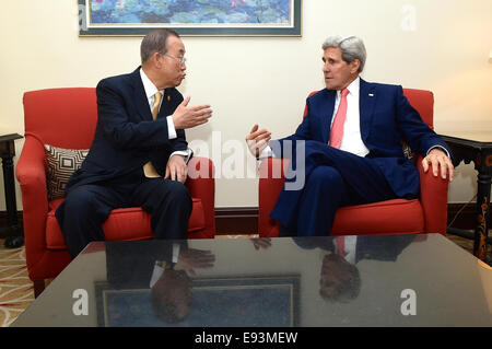 U.S. Secretary of State John Kerry chats with United Nations Secretary-General Ban Ki-moon before a bilateral discussion - Stock Photo