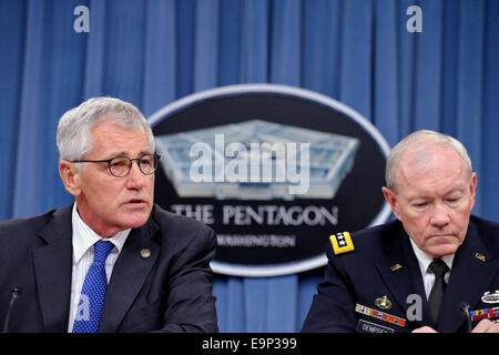 Washington, DC, USA. 30th Oct, 2014. US Secretary of Defense Chuck Hagel (L) and Chairman of the Joint Chiefs of - Stock Photo