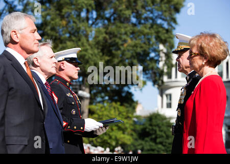 Secretary of Defense Chuck Hagel, left foreground, stands with Commandant of the Marine Corps Gen. James F. Amos, - Stock Photo