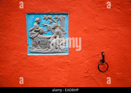 Plaque and ring on the wall of Angel, in Portmeirion, Gwynedd, Wales - Stock Photo