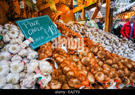 Belfast, Northerm Ireland. 15th November, 2014.  Pink and smoked garlic on sale at the annual continental market - Stock Photo