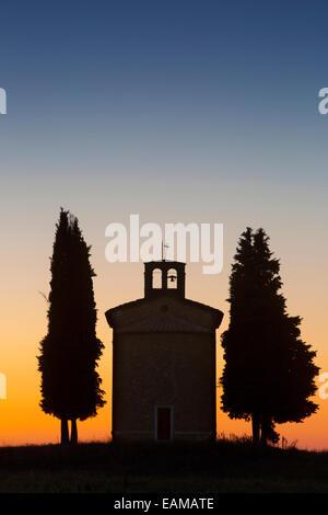 Twilight over the tiny Cappella di Vitaleta near San Quirico d'Orcia, Tuscany, Italy - Stock Photo