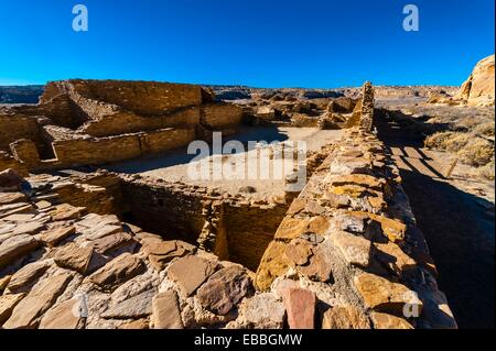 Chetro Ketl begun around 1020 and had an estimated 500 rooms and 16 kivas, Chaco Culture National Historical Park - Stock Photo