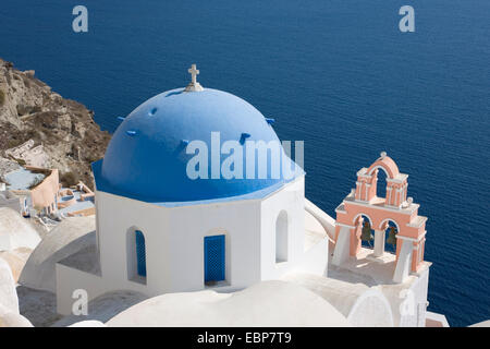 Ia, Santorini, South Aegean, Greece. Typical blue-domed church clinging to hillside above the caldera. - Stock Photo