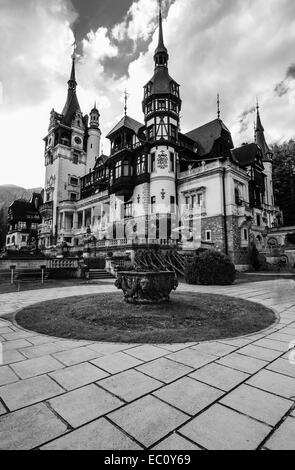Peles Castle is a Neo-Renaissance castle placed in an idyllic setting in the Carpathian Mountains, in Sinaia, Prahova - Stock Photo